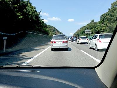 シルバーウィークで大渋滞の高速道路