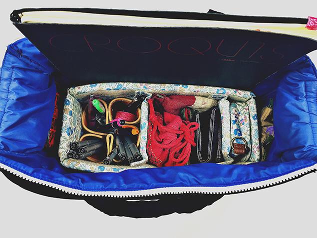 """バッグインバッグをセットし、荷物をぴったり収めたバッグ"""""""