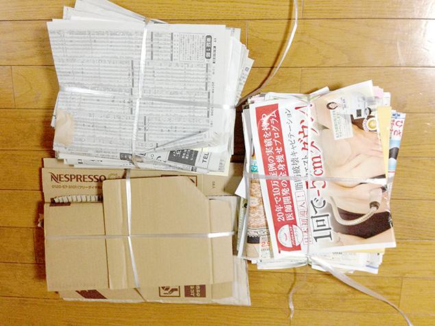 新聞、ダンボール、チラシの写真