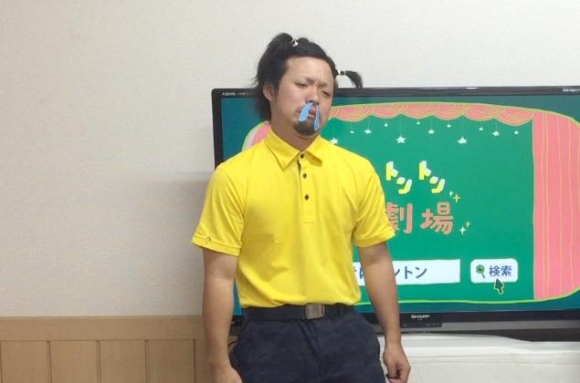 大量に鼻水を垂らす男の子(トン之丞)の写真