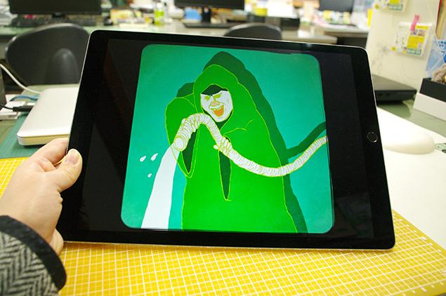 iPad Proの画面に、片付けウォーズ:ホースの覚醒が映っているところ