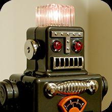 ブリキのロボットが煙を吹いている写真(記事に飛ぶ)