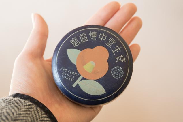 資生堂の歯磨きの缶の写真(表側)