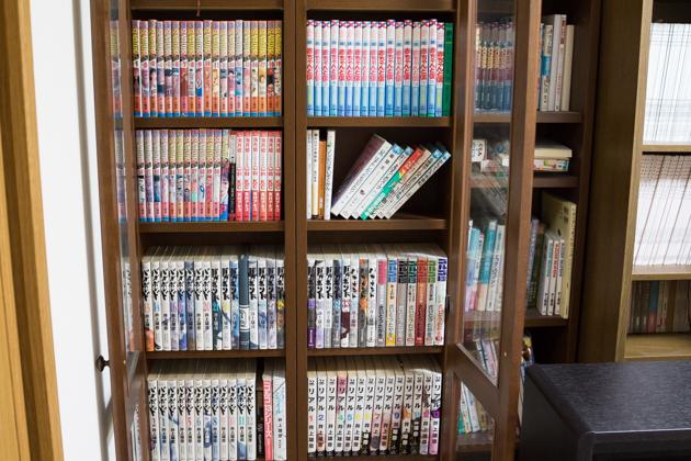 我が家の本棚の写真