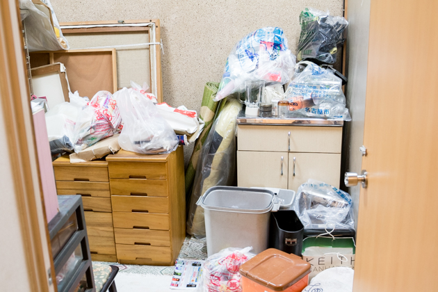 北の部屋にまとめられた、出たゴミの写真