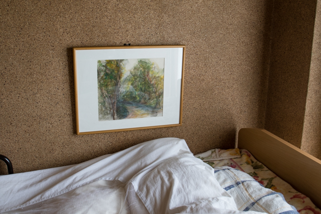 絵を飾った写真(寝室)
