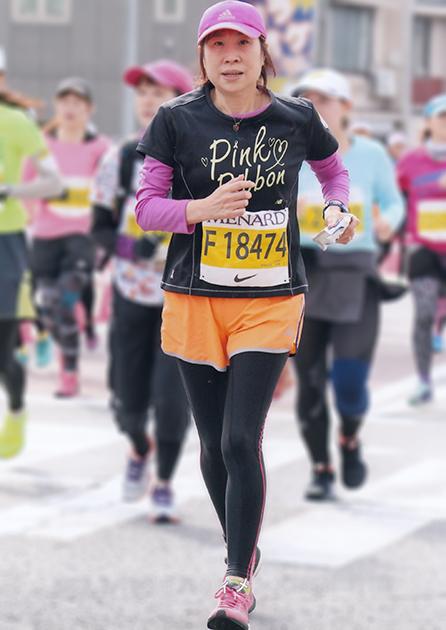 名古屋ウィメンズマラソンで走っているトン子の写真