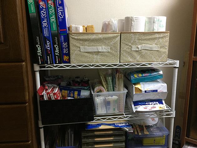 物置部屋の消耗品棚の写真