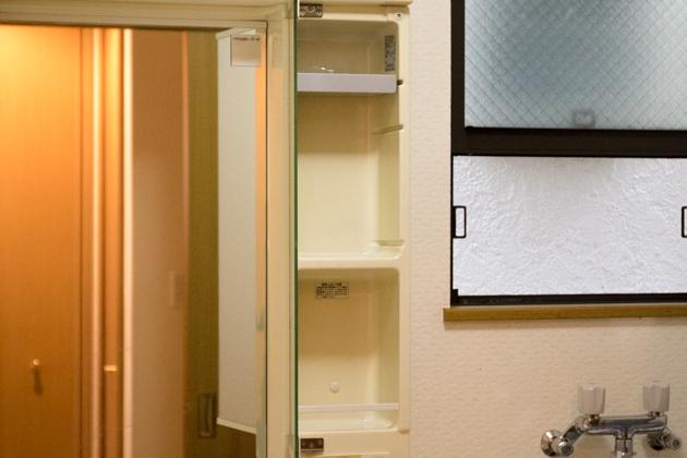 アフター写真3:開き戸と窓の桟