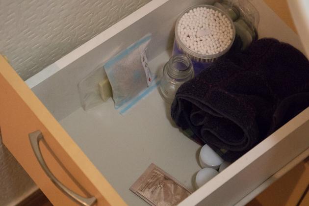 洗面台の引き出しビフォー写真(上段)