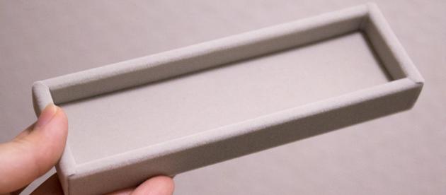 約幅4.9cm×奥行16.2cm×高さ2cmのベロアメガネケース