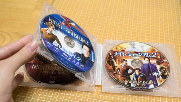 DVDケースにブルーレイを収めた写真
