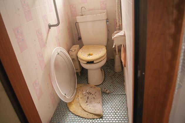 片付け・大掃除前のトイレ
