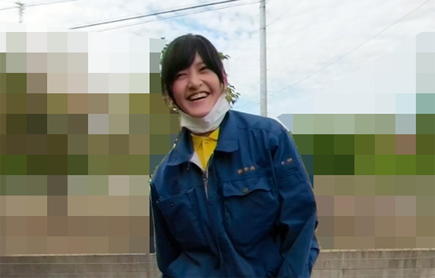 女性スタッフの笑顔の写真
