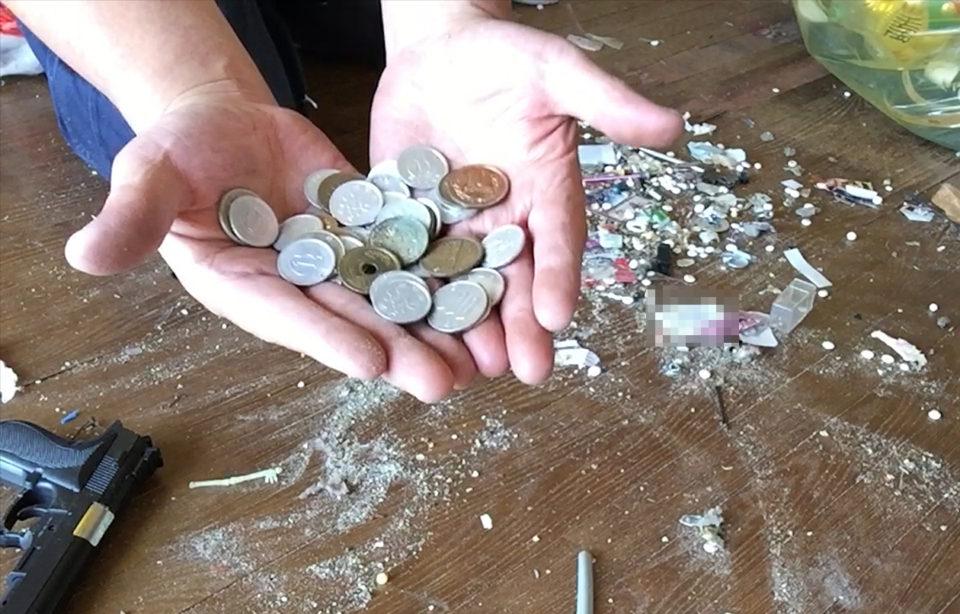 片付け中に出てきた小銭の写真