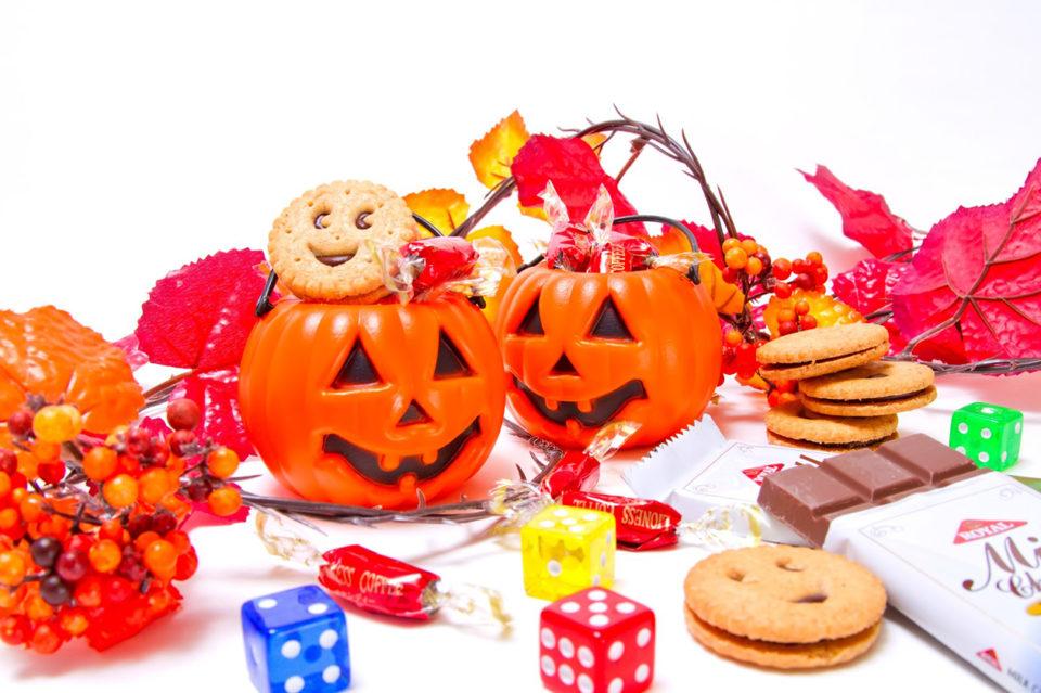 オモチャとお菓子の写真