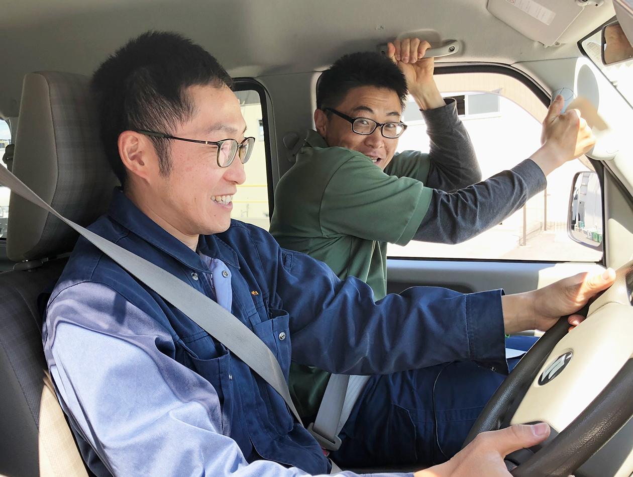 岡本が運転している写真
