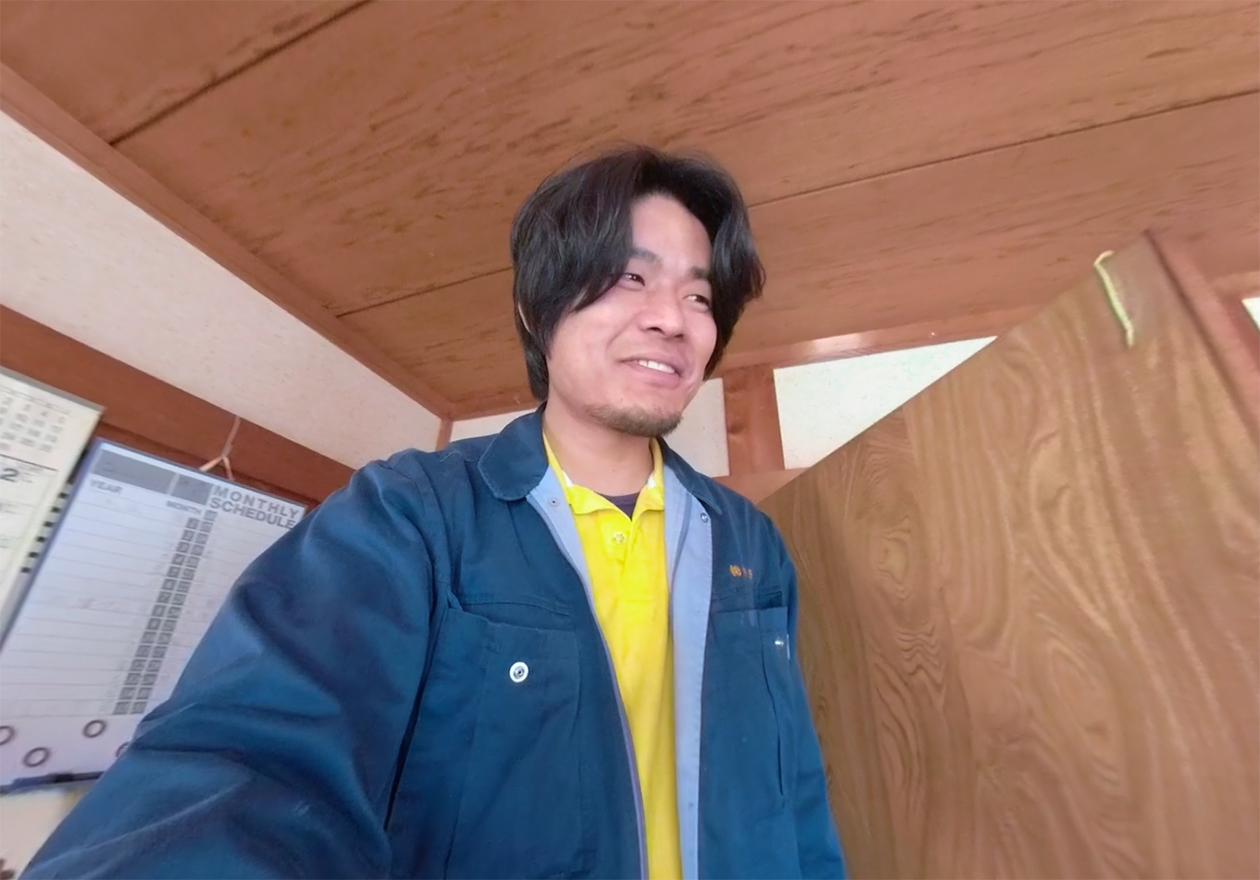 スタッフの安永の写真