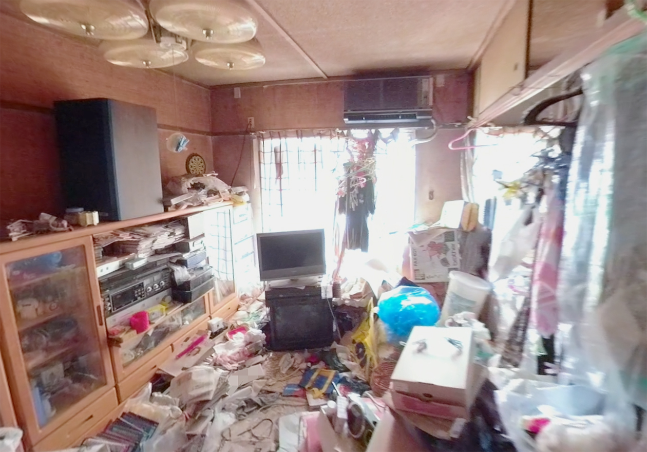 散らかった部屋の写真