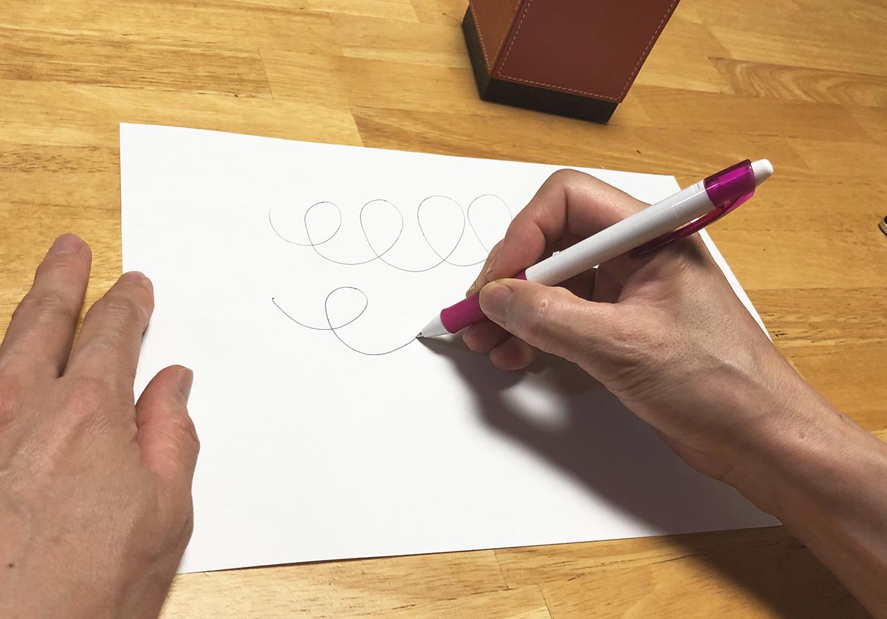 書けるかどうかチェックしている写真