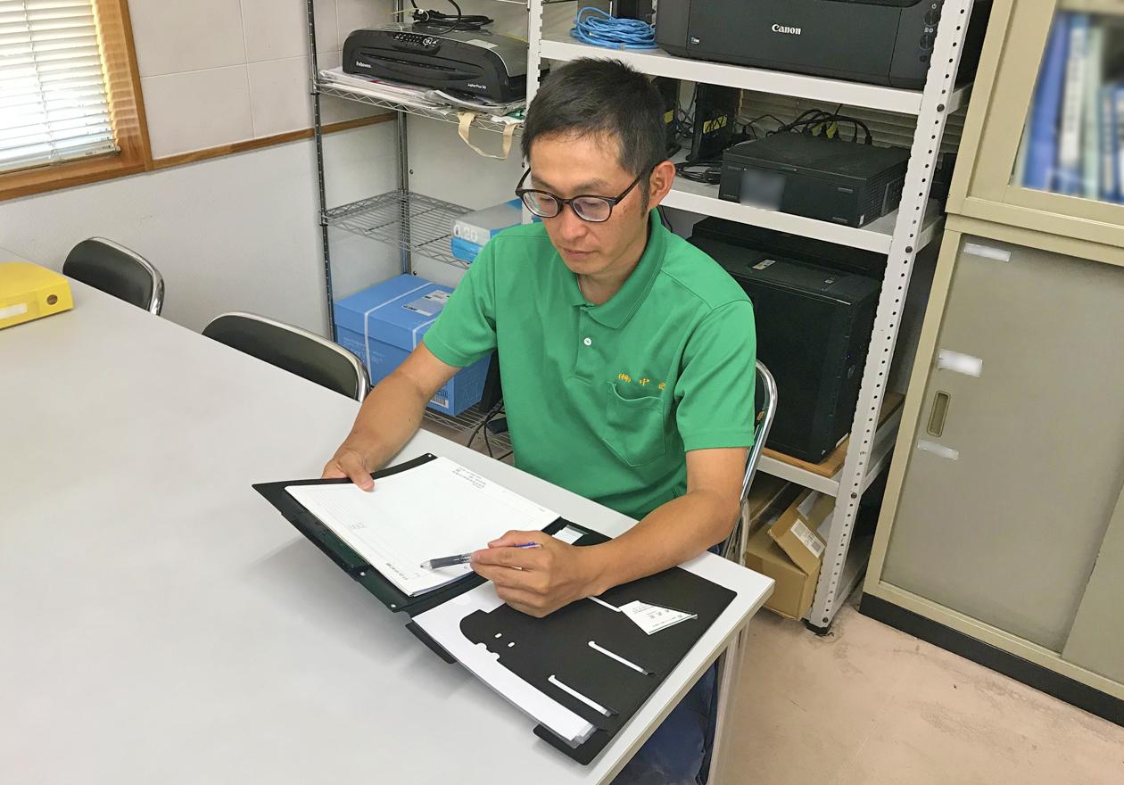 真面目な岡本さんの写真