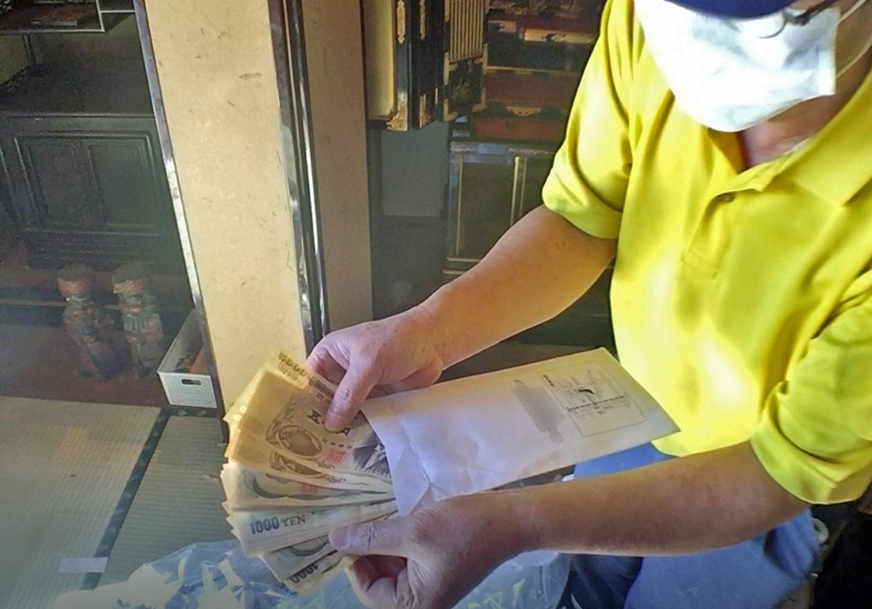 仏壇周りから出た現金の写真