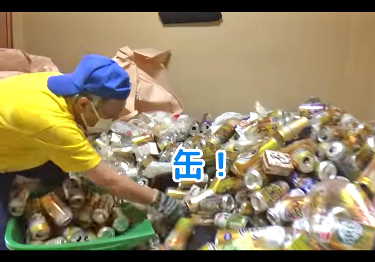 缶類が多い(男性の部屋)の画像