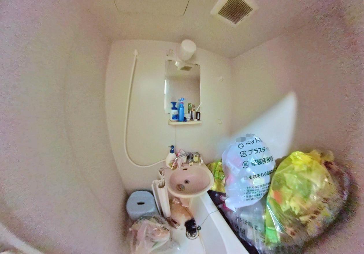 男性の風呂場の画像