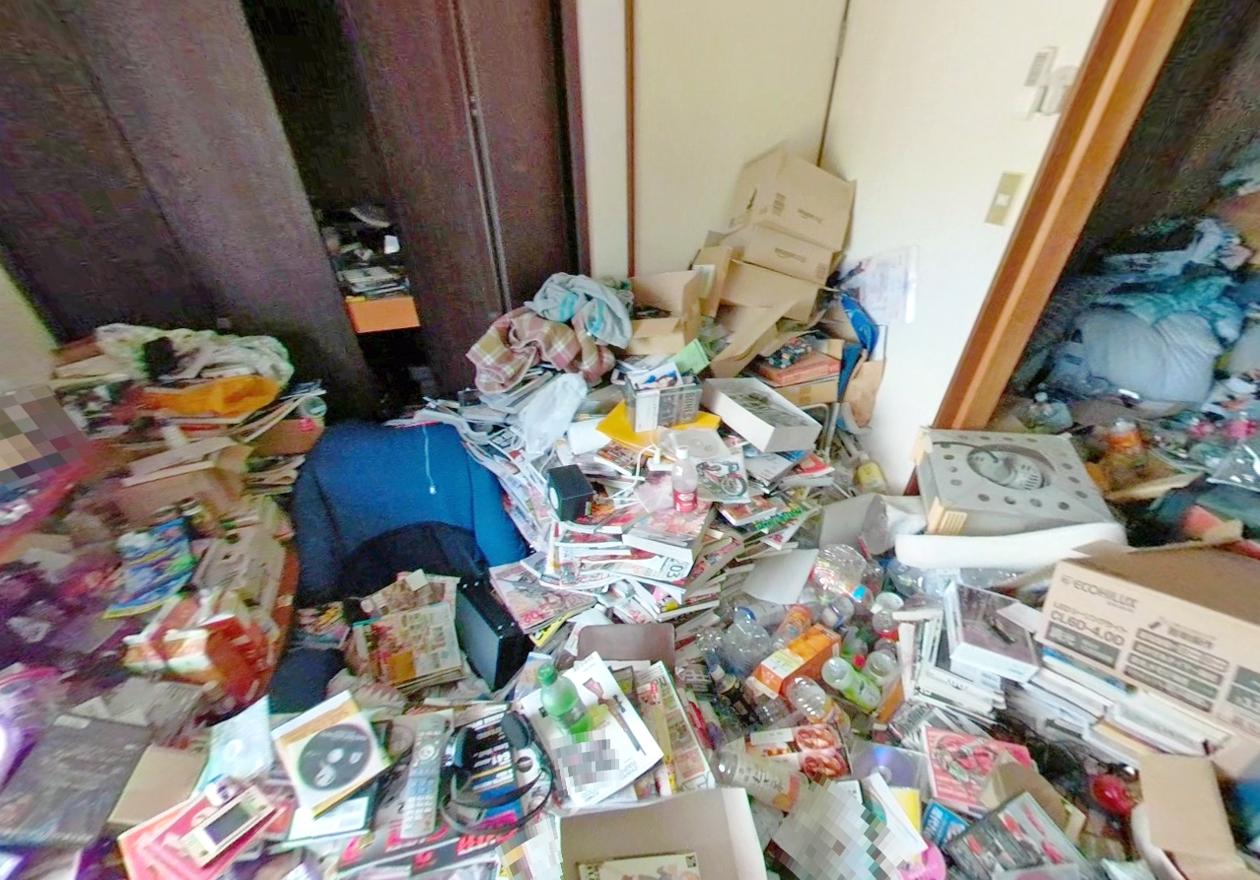 紙類が多い(男性の部屋)の画像