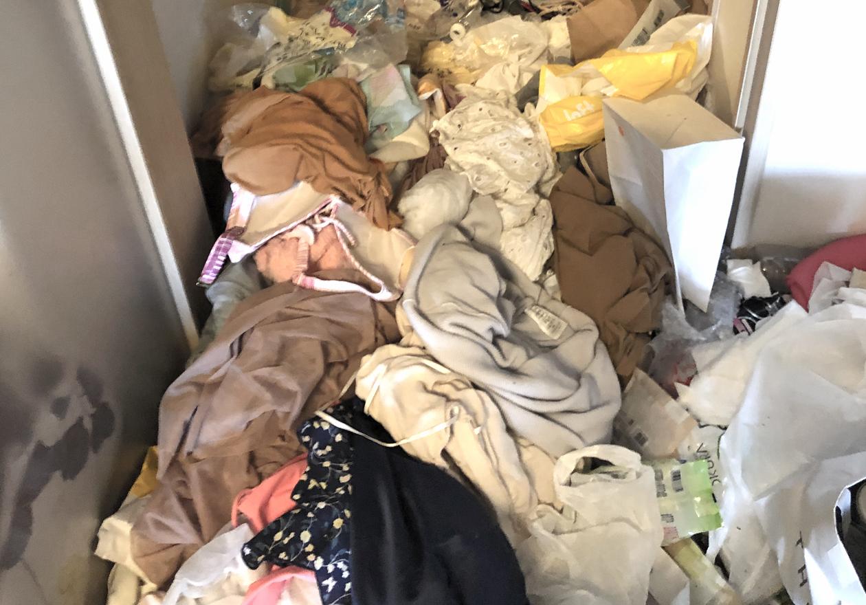 ゴミ屋敷・汚部屋(女性の部屋)の画像