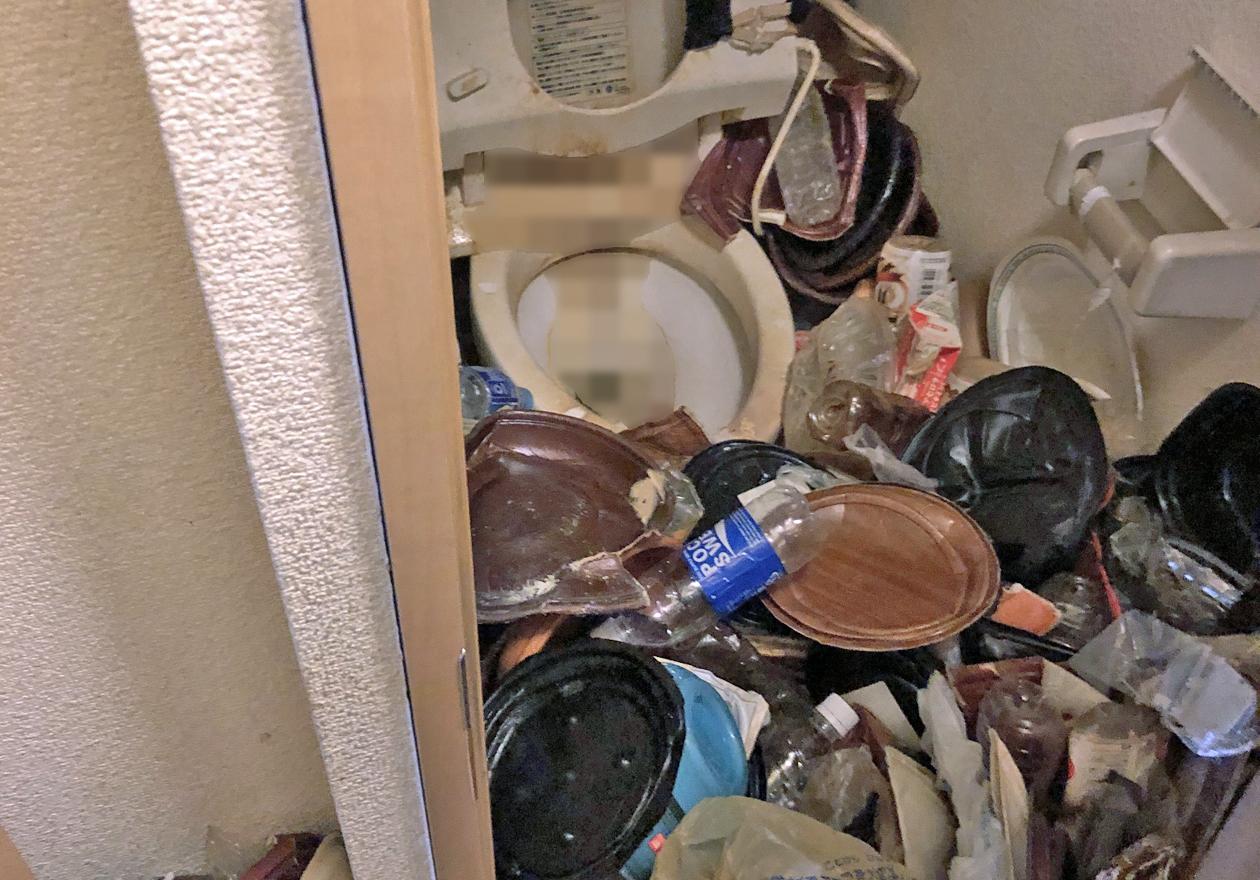 片付け前のトイレの様子