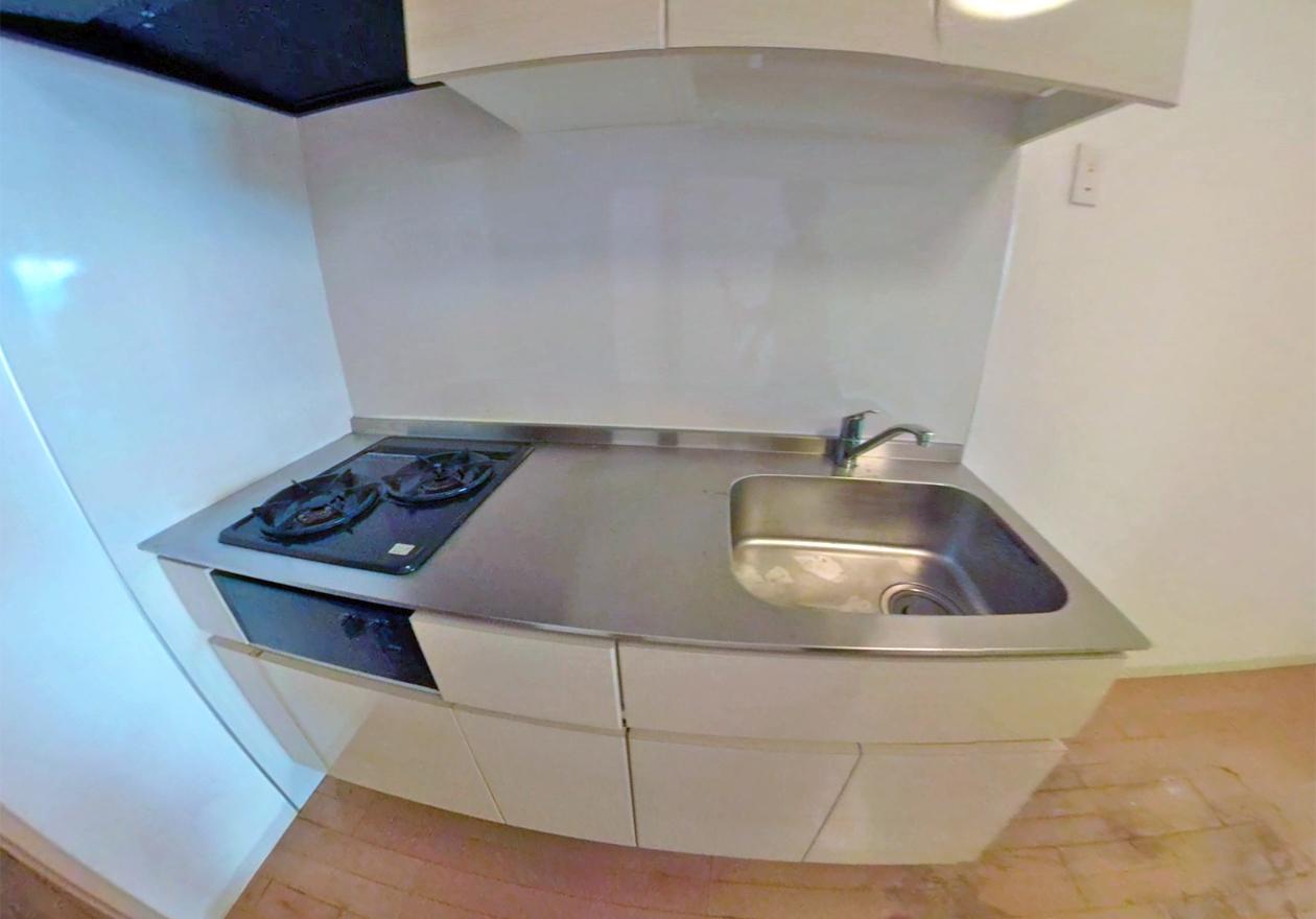 清掃後のキッチン写真