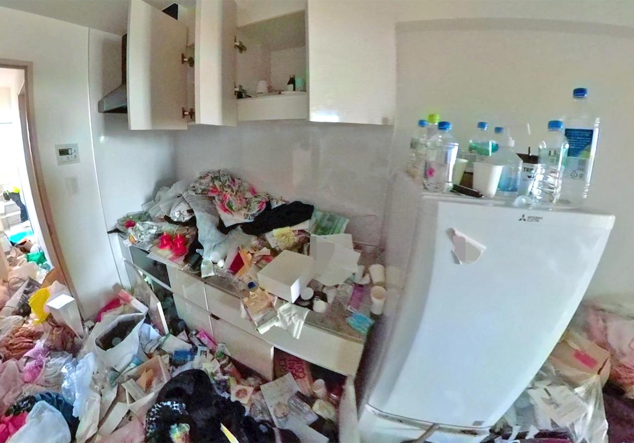 片付け前のキッチン写真