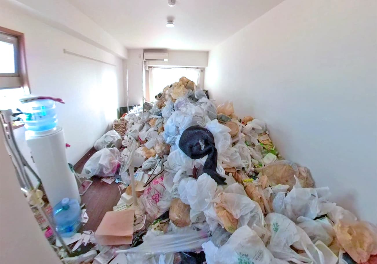 名古屋市1K ゴミ屋敷片付け前のリビング