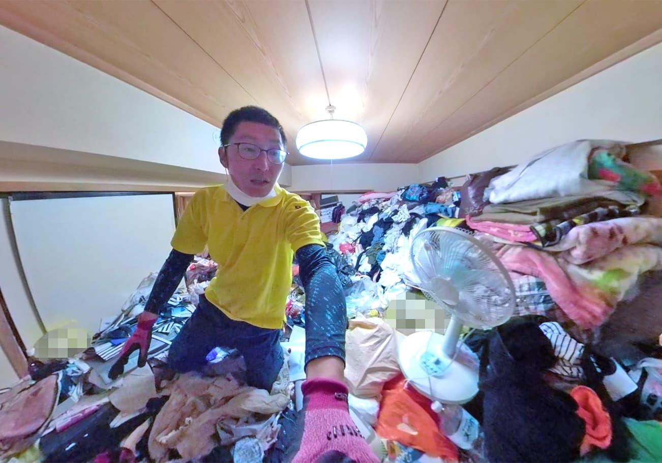 愛知県2LDK ゴミが天井近くまであるお部屋片付け前の手前にある部屋の様子