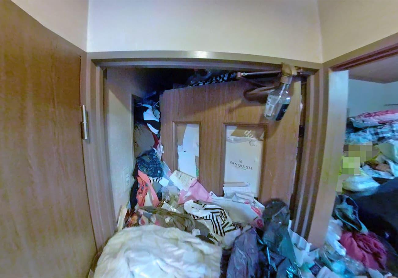 愛知県2LDK ゴミが天井近くまであるお部屋の片付け前の開かずの間の様子