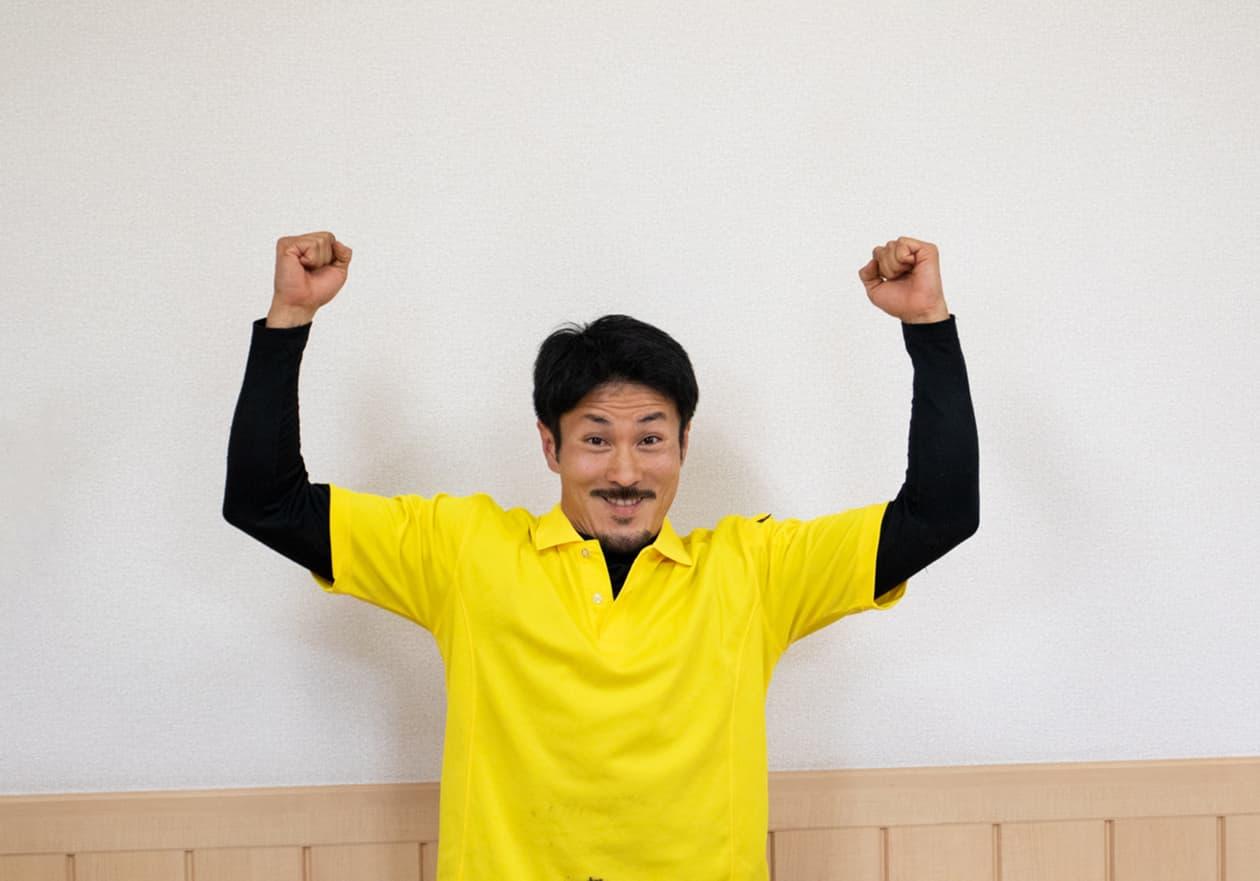 ガッツポーズをしている中野さんの写真