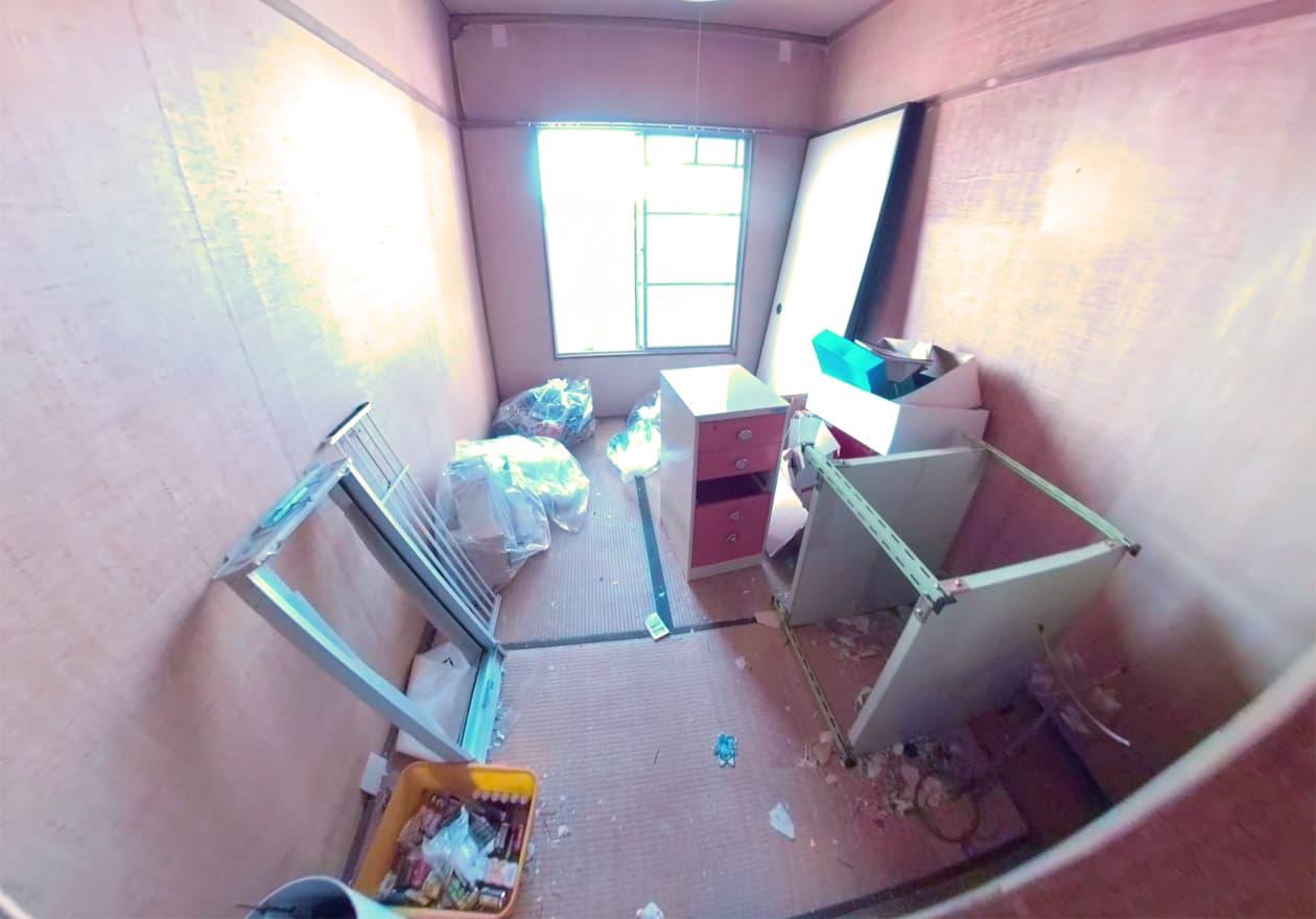 片付け途中で、タンスなど処分した後の南側の和室の様子