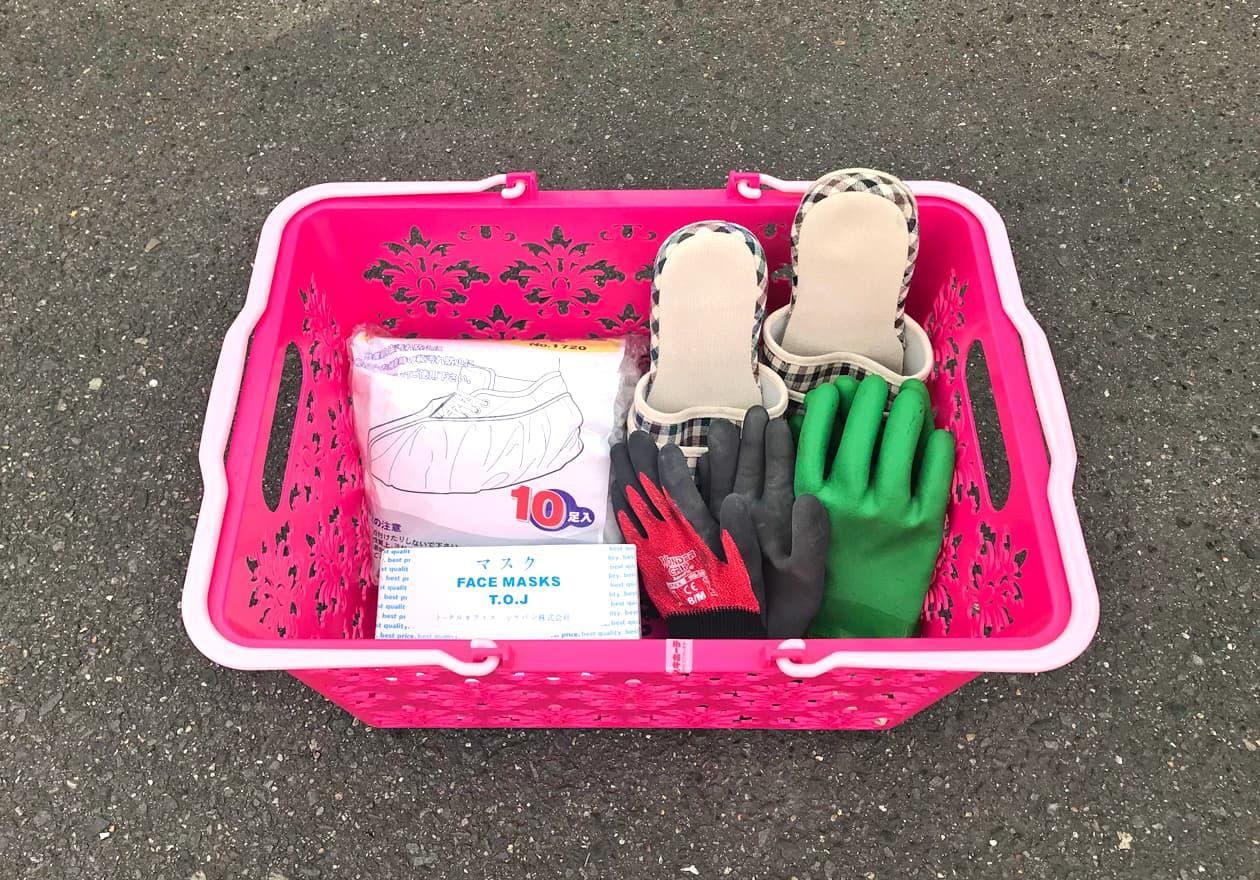 マスク、スリッパ、靴カバー、作業用手袋(ゴム・ビニール手袋、軍手)などの写真