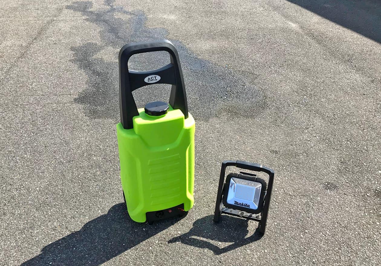 ワークライト、タンク式の充電高圧洗浄機の写真