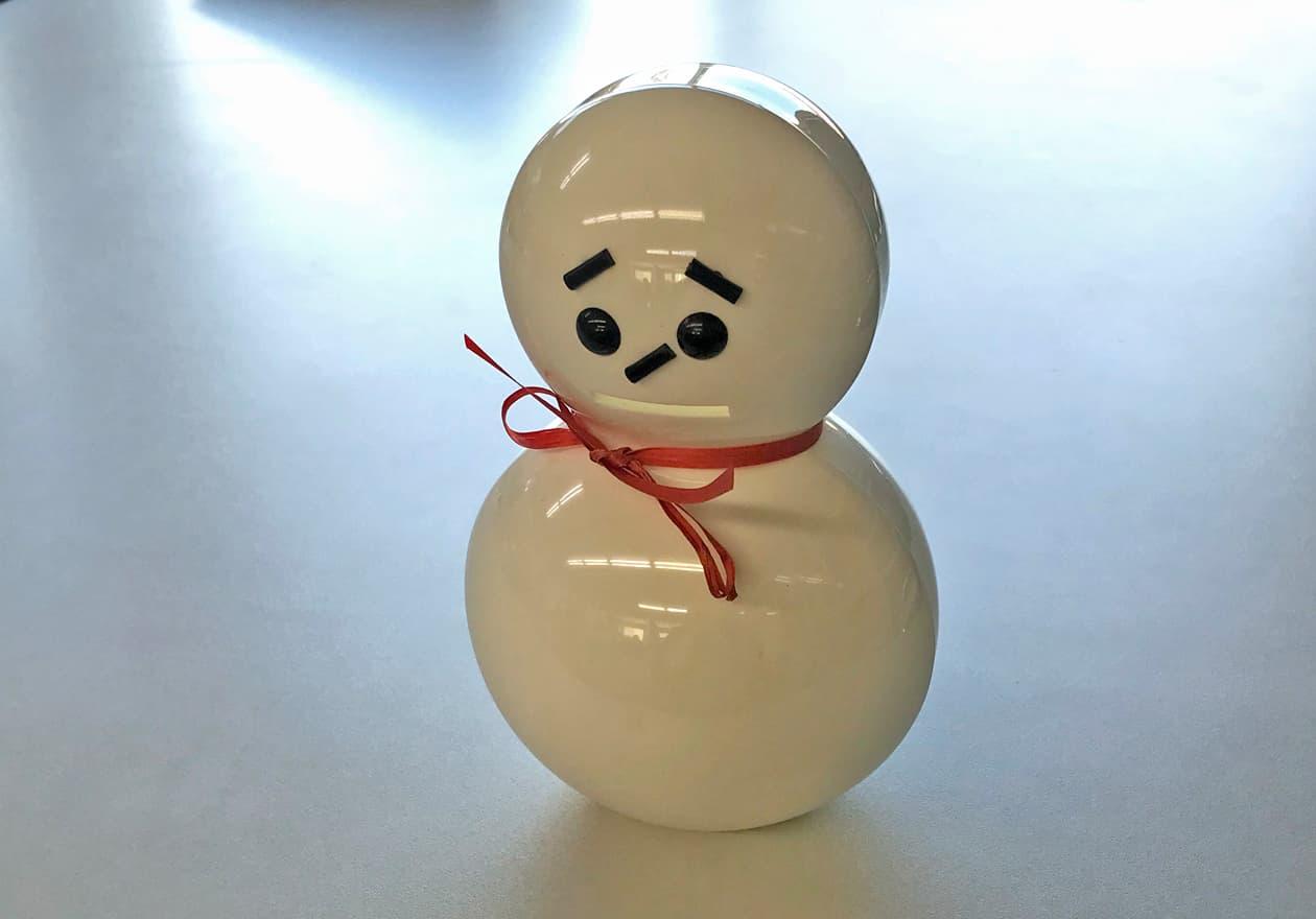 悲しい顔の雪だるま弁当箱の写真