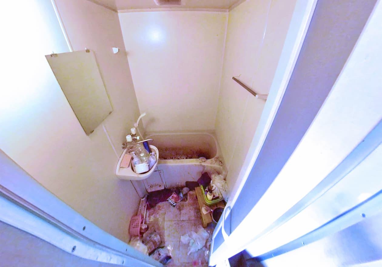 清掃前のお風呂の様子