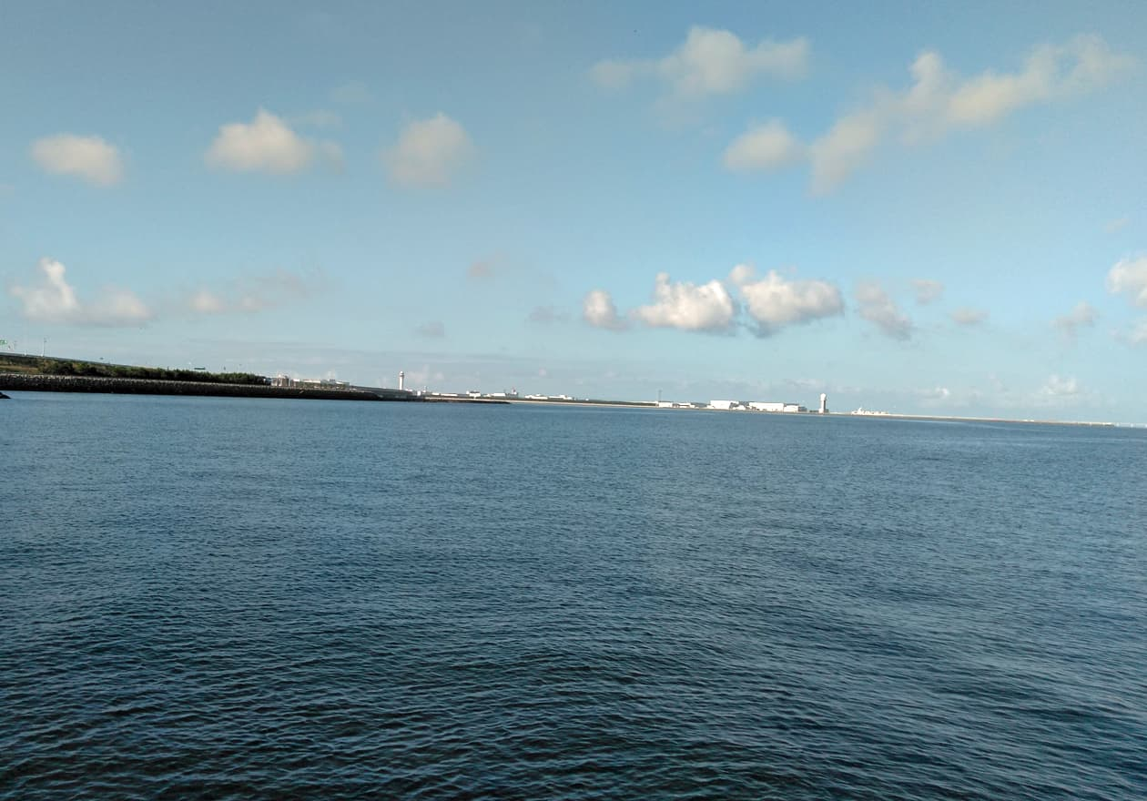 高橋さんが撮影した朝の海の様子