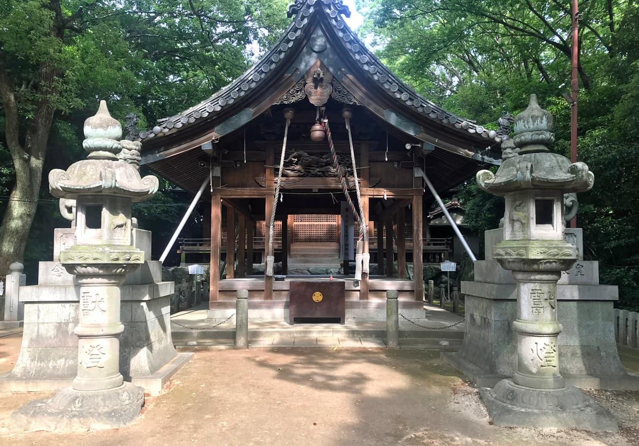 神社のお参りする場所を撮影した写真