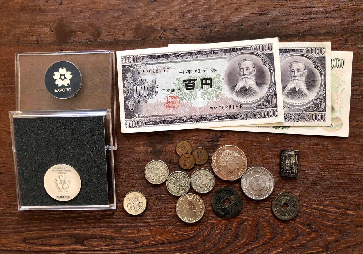 古銭、古い紙幣、記念硬貨などの画像