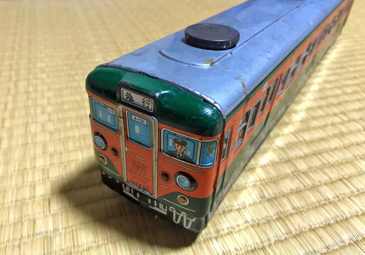 国鉄111系電車のブリキのオモチャ前面の画像