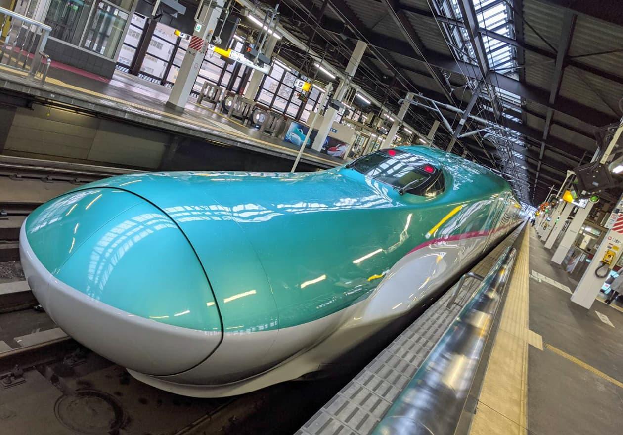新幹線ハヤブサの画像