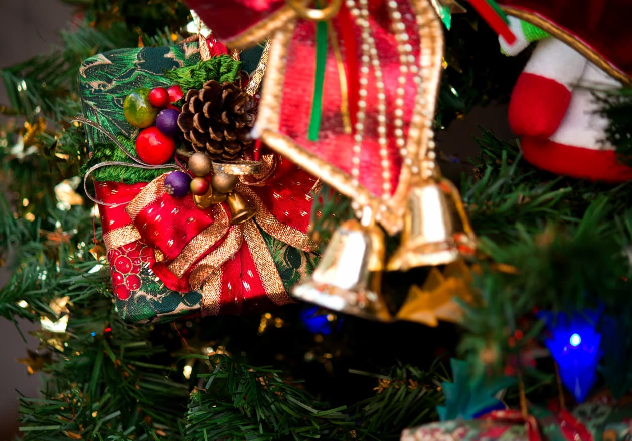 クリスマスツリーとプレゼントの画像