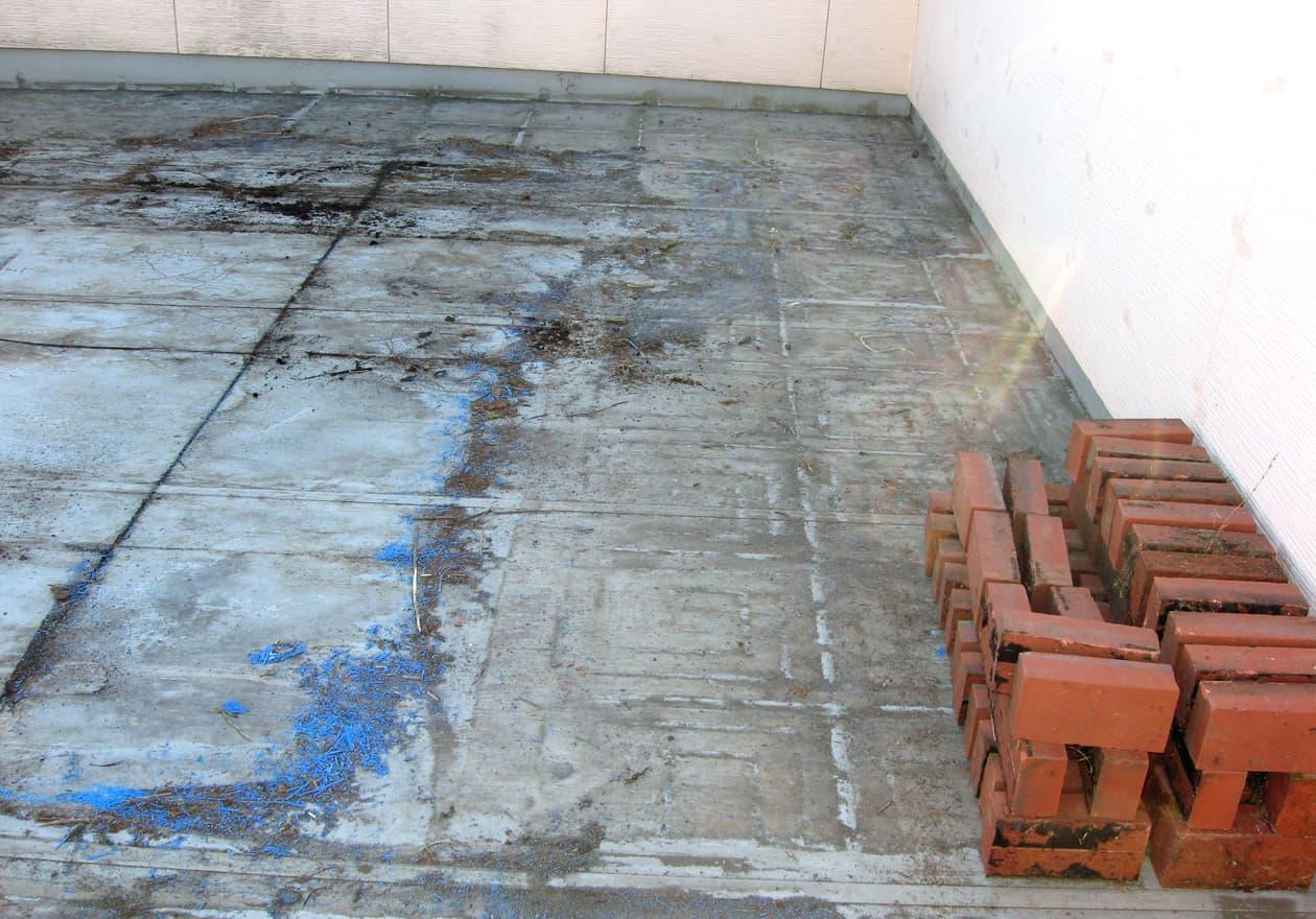 屋上の不用品撤去完了後の様子