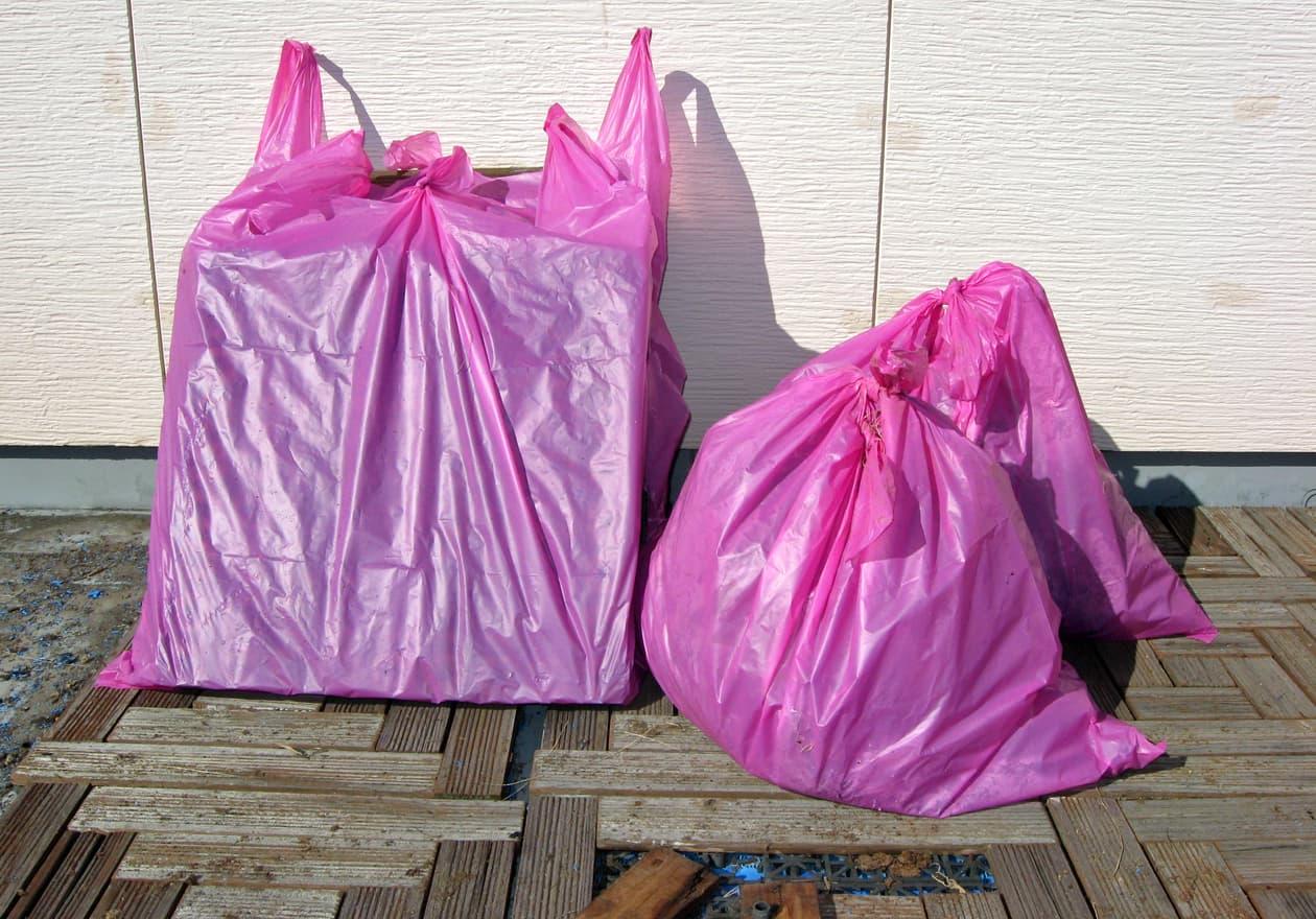 袋詰めした可燃ゴミの写真
